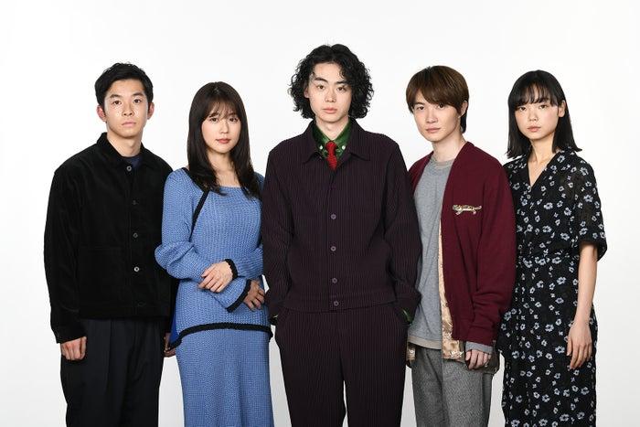 左から:仲野太賀、有村架純、菅田将暉、神木隆之介、古川琴音(C)日本テレビ