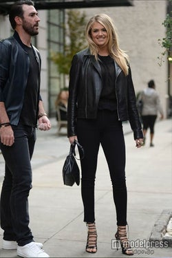 先月ニューヨークでパパラッチされたケイト・アプトンと恋人のジャスティン・バーランダー。Newscom/Zeta Image【モデルプレス】