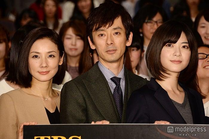 ドラマ「ウロボロス~この愛こそ、正義。」舞台挨拶の模様(左から)吉田羊、滝藤賢一、上野樹里