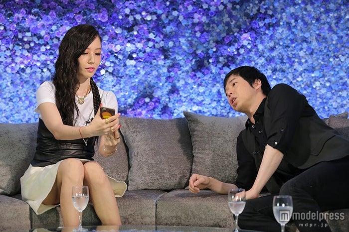 (右から)今田耕司、MEGBABY/画像提供:日本テレビ