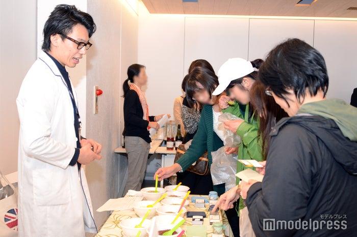 「Kaori Tabi」のハーブがずらり/「Kaori Tabi」のハーブを監修したHERBA MONDO オーナーシェフ/スペイシャルハーブデザイナーの石山圭氏も参加(C)モデルプレス