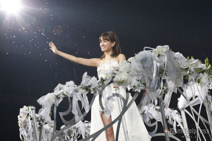 AKB48を卒業した前田敦子/写真は26日に開催されたAKB48初の東京ドーム公演フィナーレより(C)AKS