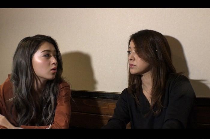 みちょぱ(左)の母親も登場 (C)TBS