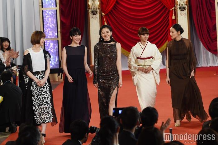 (左から)夏帆、黒木華、長澤まさみ、満島ひかり、吉田羊(C)モデルプレス
