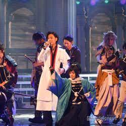 山内惠介と刀剣男士 (C)モデルプレス