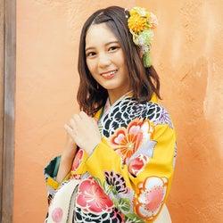 日向坂46小坂菜緒、キュートな笑顔輝く袴姿を披露