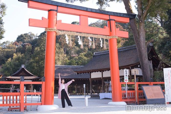 上賀茂神社の鳥居/山賀琴子(C)モデルプレス
