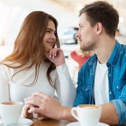 ちょっとでも触りたい!男性が「ベタ惚れ女子」にする日常スキンシップって?
