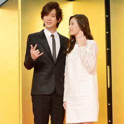 結婚会見に出席したDAIGOと北川景子(C)モデルプレス