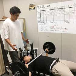 アナウンス室でも日々トレーニング。(提供写真)