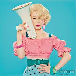 モデルプレス - 椎名林檎、真紅の着物で2度目の紅白「よいお年を」<紅白本番>