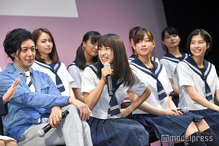 (前列左より)オダギリジョー、土屋太鳳、石井杏奈、佐久間由衣 (C)モデルプレス