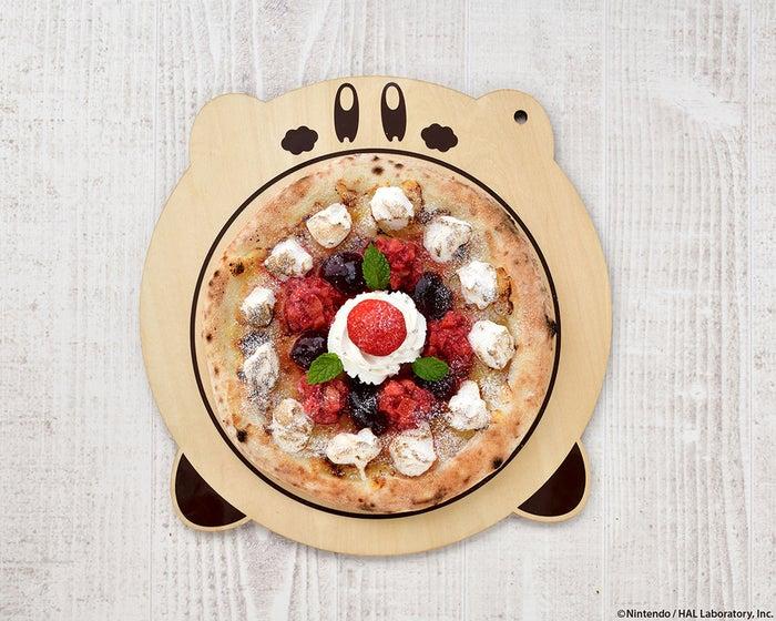 カービィカフェの本格窯焼きピッツァ~ベリーベリーホワイトチョコレート~1,480円/画像提供:ベネリック