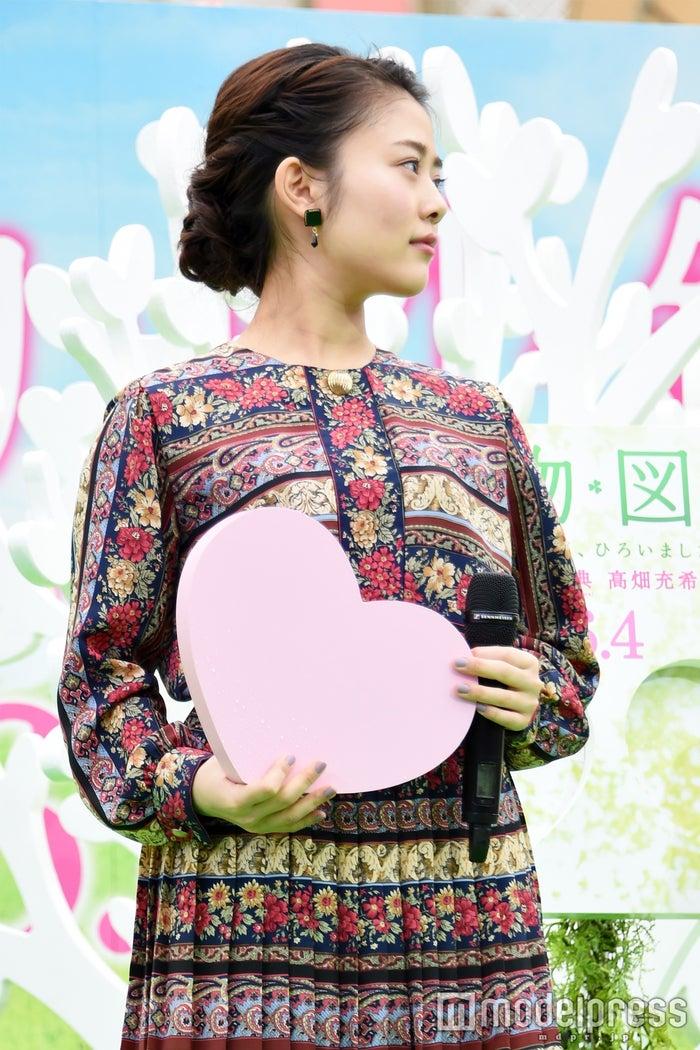 ファッションチェック:編み込みヘア×ピアスのバランスが可愛い/高畑充希(C)モデルプレス