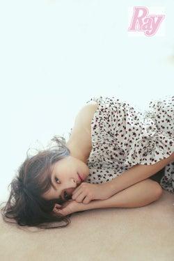 """モデルプレス - """"顔面偏差値が高すぎる""""欅坂46渡辺梨加「Ray」初の単独表紙「人間じゃないのかもって思う」ミステリアスな性格も自己分析"""