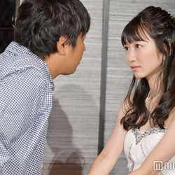 パンサー尾形貴弘(左)と「愛してるよゲーム」に挑む岡本夏美 (C)モデルプレス
