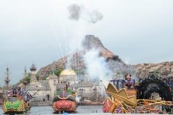 <速報>ディズニーハロウィーン開幕、ヴィランズ登場の新ショー悪天候バージョンで初お披露目