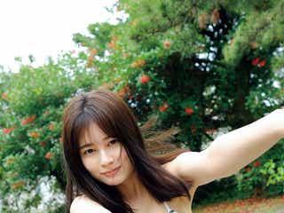 大久保桜子、たわわバストで魅了 抜群スタイル輝く水着姿