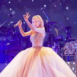 モデルプレス - 浜崎あゆみ、デビュー20周年ツアー開幕 サプライズに号泣「とっても幸せ」