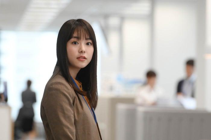 「可愛い!」という声が殺到した唐田えりかの登場シーン/「凪のお暇」第1話より(C)TBS
