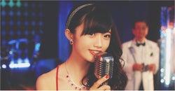 NGT48中井りか、世代を超えたコラボ実現 胸元セクシードレスで歓楽街へ