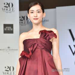 モデルプレス - 綾瀬はるか、美バスト輝く華やかドレスで会場魅了「楽しく丁寧に人生を歩んでいきたい」<VOGUE JAPAN WOMEN OF THE YEAR 2019>