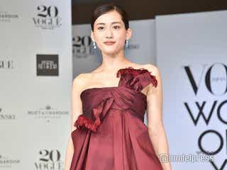 綾瀬はるか、美バスト輝く華やかドレスで会場魅了「楽しく丁寧に人生を歩んでいきたい」<VOGUE JAPAN WOMEN OF THE YEAR 2019>