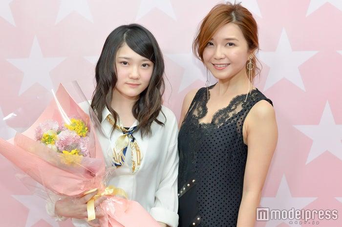 モデルプレスのインタビューに応じた津田有彩さん、宇野実彩子 (C)モデルプレス