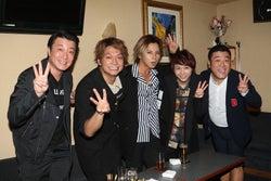 香取慎吾、加藤浩次ら「人にやさしく」出演者が再集結 ドラマ主題歌を熱唱&裏話やマル秘恋話も