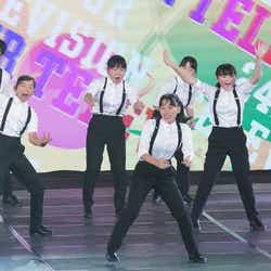 タップダンスを披露する生徒たち(C)日本テレビ
