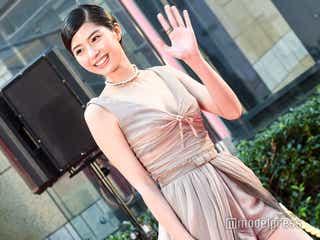 佐久間由衣、胸元SEXYドレスで笑顔振りまく<第32回東京国際映画祭>