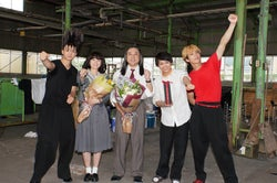 (左から)伊藤健太郎、清野菜名、ムロツヨシ、須賀健太、賀来賢人(C)日本テレビ