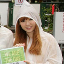 「Popteen」モデルたちが雨の中街頭募金 ファンの反応は?