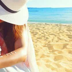 ビーチの日焼け対策はしっかり!/photo by GIRLY DROP