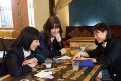 左から:生越千晴、阿部菜渚美、伊藤沙莉/映画『KABUKI DROP』より