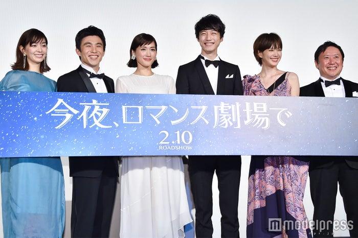 (左から)石橋杏奈、中尾明慶、綾瀬はるか、坂口健太郎、本田翼、武内英樹監督(C)モデルプレス