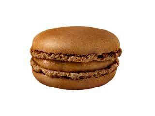マックカフェ「マカロン キャラメルピーカンナッツ」ほろ苦キャラメル×香ばしさナッツがアクセント