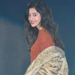 モデルプレス - 「チア☆ダン」で注目の朝比奈彩、9頭身ボディ際立つパンツルック<GirlsAward 2018 A/W>