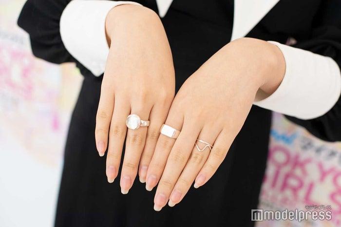 シルバーのリング/鶴嶋乃愛 (C)モデルプレス
