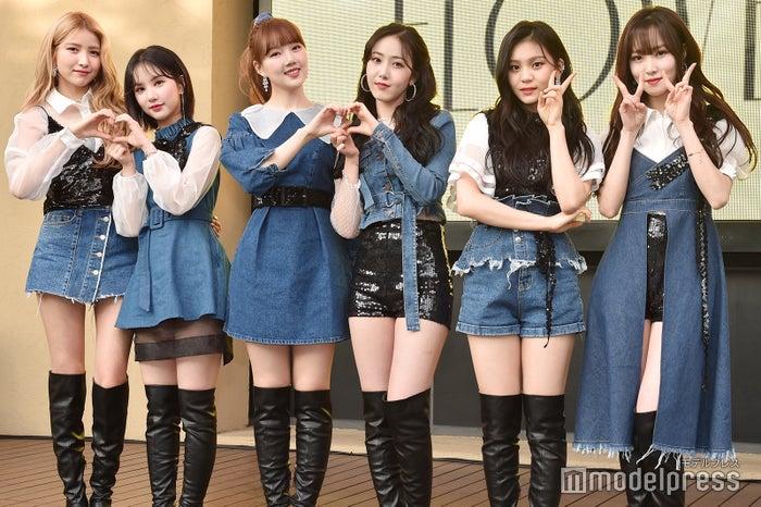 GFRIEND(左より:ソウォン、ウナ、イェリン、シンビ、オムジ、ユジュ)(C)モデルプレス