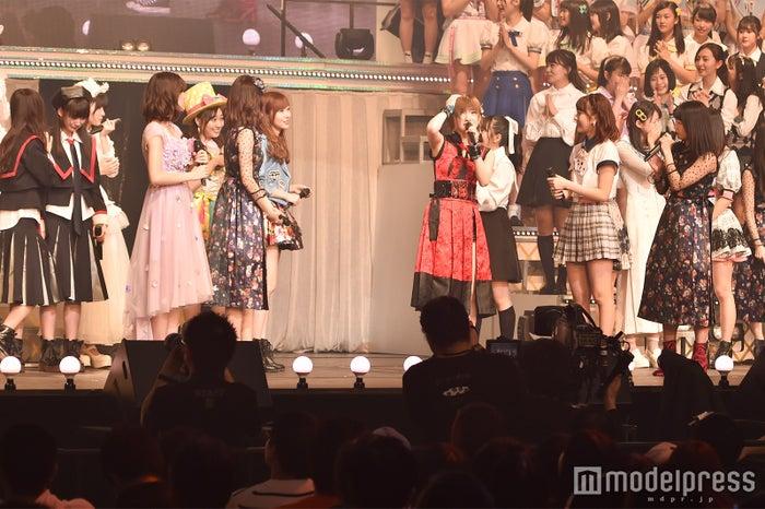 センターに選ばれて戸惑う岡田奈々「AKB48グループリクエストアワー セットリストベスト100 2018」 (C)モデルプレス