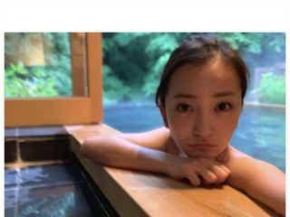 板野友美、SEXY入浴ショット公開 ファンから悶絶の声