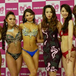 岡部友(右から3人目)が主催「Fitness Angel Show」(提供写真)