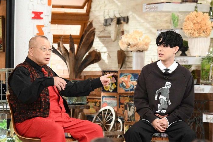 (左から)笑福亭鶴瓶、成田凌(C)TBS