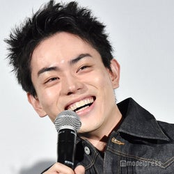 菅田将暉、生ラジオ中に「3年A組」再放送 机投げる柊に「俺落ち着いてよ!」自ら実況ツッコミ