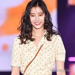 新木優子、白ワンピで爽やかモテコーデ<GirlsAward 2019 SPRING/SUMMER>