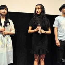 左から:青柳文子、中田クルミ、小美野昌史監督
