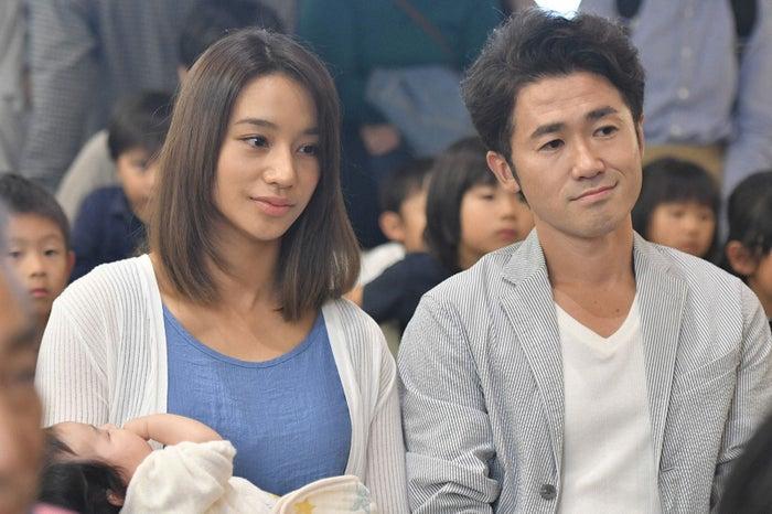 高橋メアリージュン、ナオト・インティライミ/「コウノドリ」第3話より(画像提供:TBS)