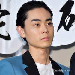 菅田将暉(オールバック) (C)モデルプレス