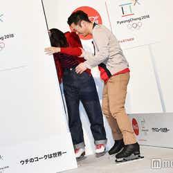 綾瀬はるかが壁に激突、支える高橋大輔(C)モデルプレス